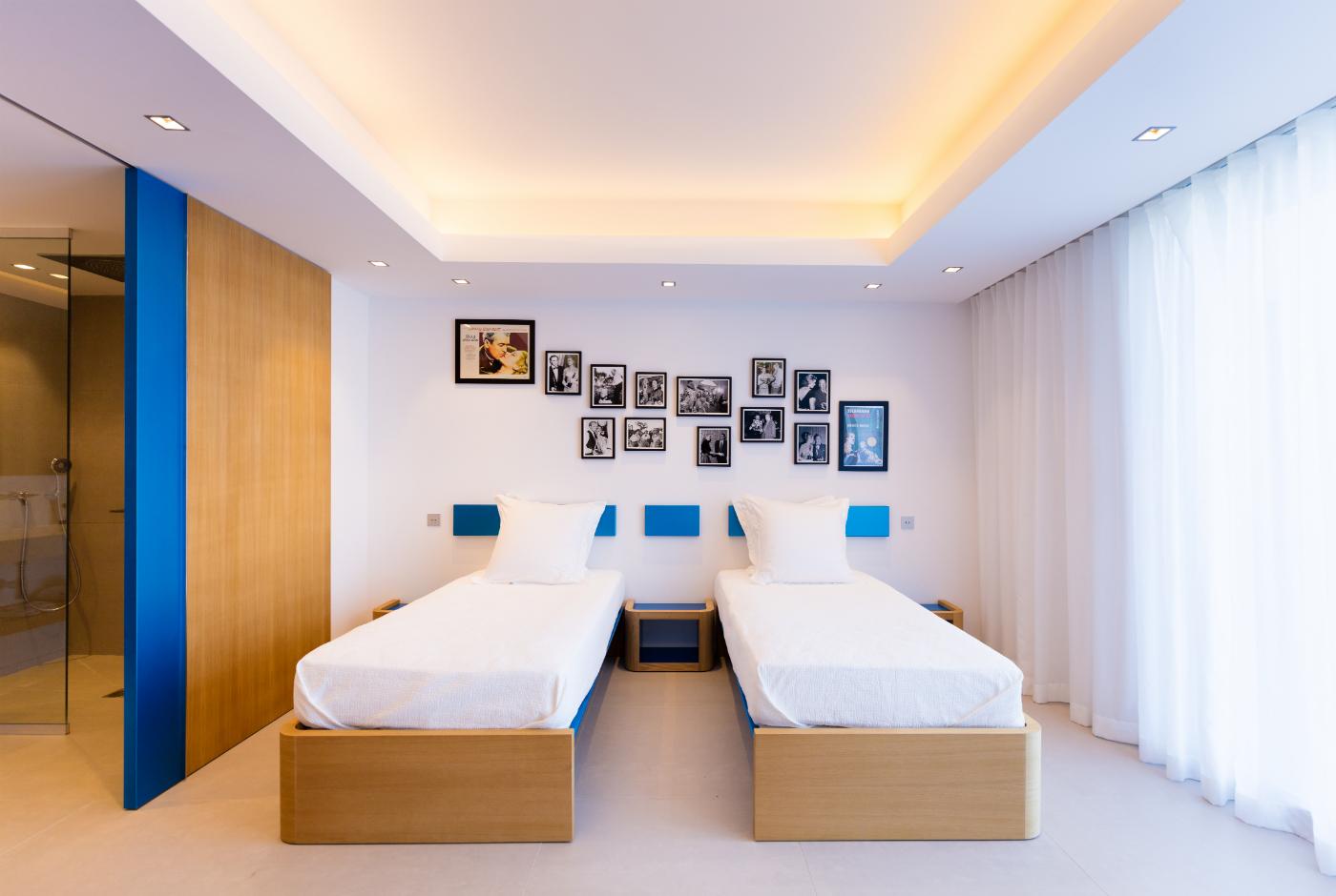 Gaylord Dessomme ébénisterie St Barth chambre bleue Villa Grace